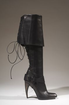 Page 184 / Alexander McQueen, Spring 2003. © The Museum at FIT
