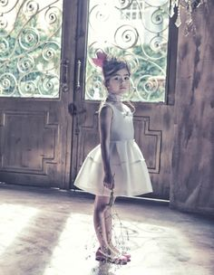Even though you can't see it very well, I love the pearl necklace she has on and the little crown as an accessory! Young Fashion, Kids Fashion, Precious Children, Little Girl Fashion, Stylish Kids, My Baby Girl, Fashion Shoot, Beautiful Babies, Kids Wear