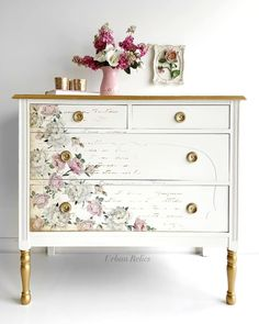 Awesome DIY Shabby Chic Furniture Makeover Ideas ⋆ Crafts and DIY Ideaswindow. Decoupage Furniture, Refurbished Furniture, Paint Furniture, Repurposed Furniture, Shabby Chic Furniture, Furniture Projects, Furniture Makeover, Furniture Market, Modern Furniture