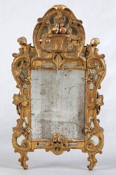 MIROIR À FRONTON ET PARECLOSES Provence d'Epoque XVIIIème Siècle - Bois doré - [...], Vente Classique à Azur Enchères Cannes - Pichon - Noudel-Deniau | Auction.fr