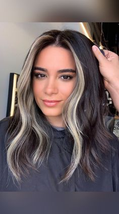 27 Inspiring Examples of Dark Hair with Blonde Highlights