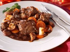 Découvrez la recette Civet de chevreuil mariné façon grand veneur sur cuisineactuelle.fr.