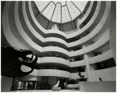 Photo Evelyn Hofer The Guggenheim Museum, in New York City 1960 |The Guggenheim Museum, in New York City, designed by architect Frank Lloyd Wright Interior from ground floor up, with spiral ramp and some sculptures 1960 © Condè Nast Archive Photo Evelyn Hofer