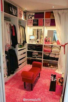 Una habitación asi como vestidor