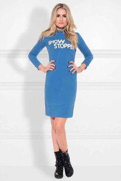 Nikkie Show Stopper Sweatdress. Deze sweat dress is stijlvol en sportief, ideaal voor casual gelegenheden, in de kleur morning blue.  Nieuwsgierig naar de rest van de collectie winter 2018 van Nikkie Plessen? Kijk direct in onze shop @ https://www.nummerzestien.eu/nikkie/