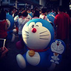 人潮湧動、只為藍胖子! - @busitonghua | Webstagram