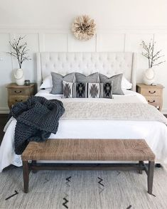 38 Look Luxurious With a White Master Bedroom Design Ideas - A master bedroom should be the perfect retreat from whatever is going on in the rest of the home and place where you can really kick -back and relax. Modern Farmhouse Bedroom, Modern Bedroom, Small Master Bedroom, Beautiful Master Bedrooms, Farmhouse Decor, Bedroom Rustic, Modern Cottage, Farmhouse Furniture, Farmhouse Design