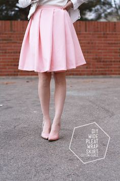 Wide pleat skirt. Love this. It makes a nice change from inverted box pleat skirts, which I love and make a lot of!