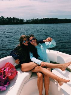 pin: chlxeara✈️⛅️ join my happiness board! Boating Pictures, Lake Pictures, Lake Photos, Lake Pics, Insta Pictures, Boat Neck Wedding Dress, Boat Wedding, Cute Friend Pictures, Best Friend Pictures
