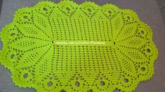 Home Crafts, Diy And Crafts, Crochet Table Mat, Girls Messenger Bag, Crochet Home, Table Covers, Diy Projects To Try, Doilies, Handicraft