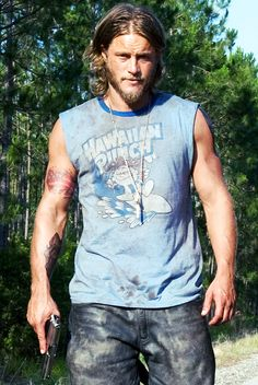 Travis Fimmel... Oh, those arms...