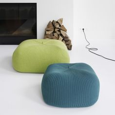 Knitted Decor Elements, http://www.shelterness.com/20-knitted-elements-of-decor-and-furniture-pieces/pictures/2631/
