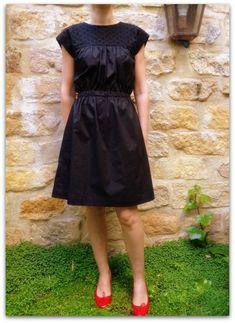 Patron Daisy de Citronille rallongé en robe [Inspiration Mondial Tissus] Une jolie petite robe noire à réaliser soi-même pour les fêtes.