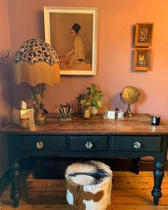 Wotcha. A little upcycle of my dressing table (usually rarely seen because it's never tidy enough) using the lazy range of chalk paint by…