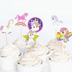 Sett disse søte enhjørning figurene på toppen av nydelige cupcakes/muffins! Det lille ekstra i en barnebursdag. 12 stk i pakken.