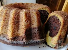 Everyone knows kefir, cream, pudding, marble or fruit ring cake. I found the recipe for a Tiramisu ring cake and had to try it out immediately. So I baked this ring cake for the first time, but certainly not for the last time. Toffee Cake, Toffee Nut, Almond Toffee, Butter Toffee, Pumpkin Cheesecake Recipes, Easy Cake Recipes, Dessert Recipes, Desserts, Slovak Recipes