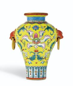 AN EXQUISITE YELLOW-GROUND FAMILLE-ROSE SGRAFFIATO MINIATURE VASE SEAL MARK AND PERIOD OF QIANLONG - Sotheby's