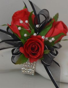 Silk Wedding Bridal Red Rose Flowers Wrist Corsage Pearls Black Ribbon Flower or for prom Black Corsage, Red Corsages, Prom Corsage And Boutonniere, Flower Corsage, Corsage Wedding, Ribbon Flower, Boutonnieres, Homecoming Flowers, Homecoming Corsage