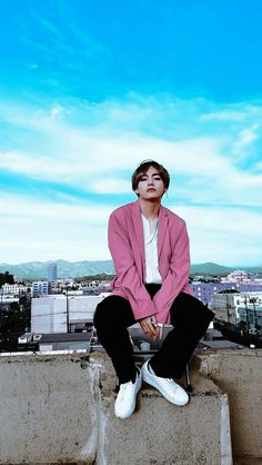 kim taehyung are you sure about that you are a human ? Jimin, Bts Taehyung, Bts Bangtan Boy, Taehyung Photoshoot, Namjoon, Seokjin, Hoseok, Daegu, Foto Bts
