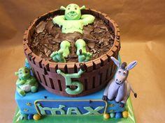 Shrek on Cake Central Bolo Do Shrek, Shrek Cake, Fondant Cakes, Cupcake Cakes, Barrel Cake, Different Cakes, Cake Board, Cakes For Boys, Cake Toppers