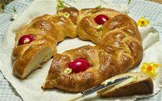 Tsoureki bread. Pan de pascua griego