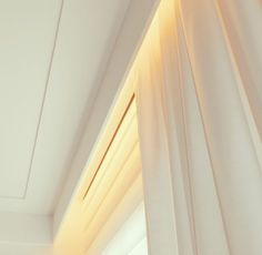 Cortineiro iluminAdo Ceiling Detail, Ceiling Design, Roof Ceiling, Light Architecture, Lighting Design, Window Treatments, Tiny House, Cool Designs, Sweet Home
