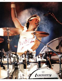 Mine all mine Alex Van Halen ❤️ 1988 Alex Van Halen, Eddie Van Halen, Van Hagar, Sammy Hagar, David Lee Roth, Heavy Rock, Drummer Boy, War Dogs, Rock Of Ages