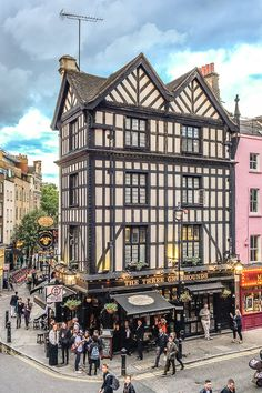 The Three Greyhounds pub in Soho, London is one of the prettiest pubs in the city. #pub #london #soho