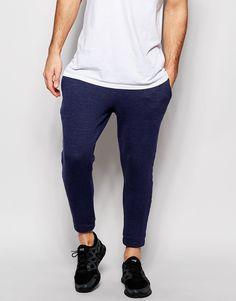Jogginghosen von ASOS Sweatshirt-Stoff elastischer Bund drei Taschen kurz geschnitten enge Passform Maschinenwäsche 88% Baumwolle, 12% Polyester Model trägt 32 Zoll/81 cm Normalgröße und ist 188 cm/6 Fuß 2 Zoll groß
