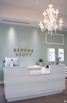Kendra Scott More Best Picture For make up room studio interior design For Your Taste You are lookin Nail Salon Design, Nail Salon Decor, Beauty Salon Decor, Beauty Salons, Clinic Interior Design, Clinic Design, Boutique Decor, Boutique Interior, Kendra Scott