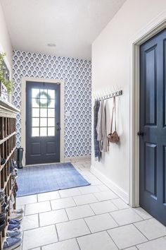 This wallpaper is perfect for this back entry.  #wallpaper #howtowallpaper #wallpaperideas #bestwallpaper #wallpaperinspiration