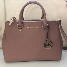 Michael Kors Medium Sutton Satchel dusty rose/gold NWT Michael Kors Medium Sutton Satchel dusty rose/gold. Comes with shoulder strap and dust bag. trade. ❌Price Firm❌Ask for more pic if interested❌ Michael Kors Bags Satchels