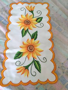 Fabric Colour Painting, Fabric Painting On Clothes, Painted Clothes, Paint Colors, One Stroke Painting, Table Covers, Table Runners, Daisy, Hand Painted