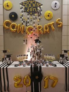 21 Awesome Graduation Decorations and Ideas – # Awesome Party - Decoration For Home Graduation Party Planning, Graduation Party Themes, College Graduation Parties, Graduation Celebration, Graduation Party Decor, Grad Parties, Graduation Ideas, Graduation Desserts, Outdoor Graduation Parties