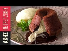 Moelleux by Greek chef Akis Petretzikis. A unique, delicious rich molten lava cake recipe that will make you a chocolate lover even if you are not already one! Greek Desserts, Mini Desserts, Greek Recipes, Chocolate Desserts, Delicious Desserts, Lava Cake Recipes, Lava Cakes, Dessert Recipes, My Favorite Food