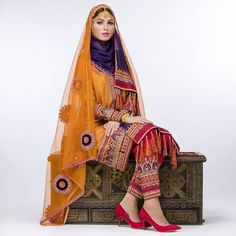 Omani Women's Traditional Dress for 2017 by Nawal Al Hooti Abaya Fashion, Fashion Outfits, Pakistani Formal Dresses, Middle Eastern Fashion, Beautiful Muslim Women, Afghan Dresses, Arab Women, African Women, Traditional Dresses