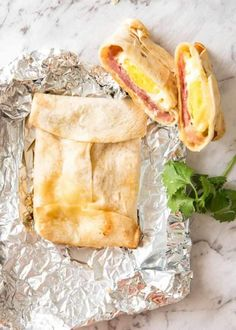 No Washing Up Ham, Egg & Cheese Pockets Hot ham, egg and cheese pockets made with tortillas wrapped in foil for baking. Breakfast Tortilla, Ham Breakfast, Breakfast Wraps, Breakfast Ideas, Breakfast Casserole, Camping Breakfast Recipes, Breakfast Cooking, Breakfast Sandwiches, Brunch Ideas