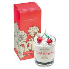 Notre préféree parmi les bougies Bombcosmetics , La Cherry Wild !!!