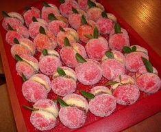 A házi Ferrero villámgyorsan elkészíthető, nézd meg te is, hogyan! Hungarian Desserts, Hungarian Cake, Hungarian Recipes, No Bake Desserts, Dessert Recipes, Beignets, Croatian Recipes, Sweet Cookies, Small Cake