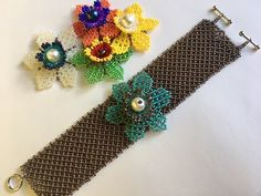 5 in 1 Summer Beaded Bracelet (part Mexican Huichol Beading 🌸🌼 Seed Bead Tutorials, Beading Tutorials, Beading Patterns, Seed Bead Flowers, Beaded Flowers, Beaded Jewelry Designs, Seed Bead Jewelry, Beading Projects, Bead Art