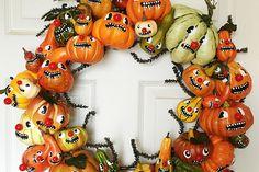 Halloween Pumpkin Gourd Wreath – My Paper Crane Retro Halloween, Halloween 2016, Spooky Halloween, Halloween Pumpkins, Halloween Crafts, Happy Halloween, Halloween Stuff, Halloween Ideas, Halloween Wreaths