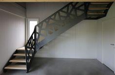 Réalisation d'un escalier par l'entreprise Yves de neyer. Garde corps métallique.