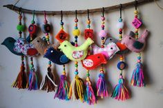 Colgante Pajaritos – Artesanías – MercadoLibre Argentina – Keep up with the times. Felt Crafts, Diy And Crafts, Arts And Crafts, Fabric Art, Fabric Crafts, Art Textile, Felt Birds, Fabric Jewelry, Felt Ornaments