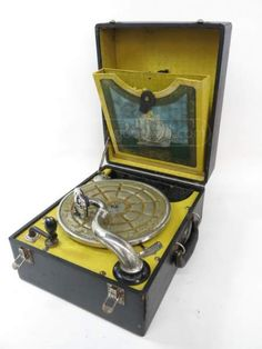 Antique Cecilian Melophonic Phonograph Antique Music Box, Antique Radio, Vintage Music, Talking Machines, Play That Funky Music, Transistor Radio, Record Players, Phonograph, Vintage Records