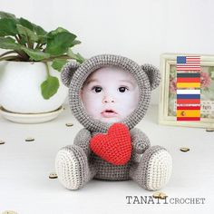 This is a crochet pattern (PDF file) NOT a finished Photo Frame you see on the photos! This pattern is available in: English (US crochet terms) Russian Deutsch Español Português Française SKILL LEVEL: EASY Photo Frame Loving BEAR – size 17 cm (6.5 in), using sport weight yarn