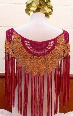 No todo es monocolor. Estos abanicos bicolor con el fleco combinado son ideales para un vestido de color liso, ¿no os parece?