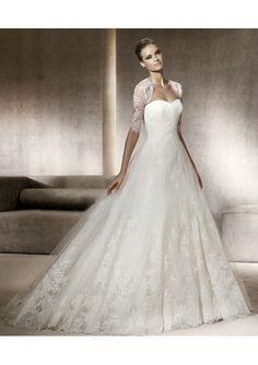 Confieso que este era mi vestido de novia, se veía precioso, lástima del precio...exageradamente caro. Pero el habérmelo puesto, eso, nadie me lo quita.