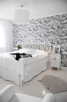 Love this, but will have to wait for Kid and dog to be out of the house to have a white bedspread.