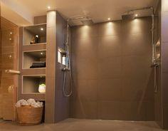 http://media.hidealite.se/img/gallery/valaistus_kylpyhuone_sauna/kylpyhuoneen_led_valaistus_6.jpg