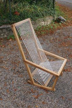 Fauteuil à bascule avec assise en cordelette